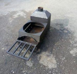 Сварил мангал для шашлыков и площадку для казана с боковыми стенками изолирующими от дыма и тепла которое перенаправляется в растопочную часть с трубой.